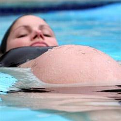Бассейн ванны во время беременности
