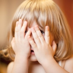 Timid child: how to overcome, advice to parents.