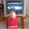 ребенка не оторвать от ТВ