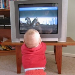 The child can not be ripped off the television: what to do, what to do?