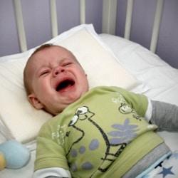 Почему ребенок плачет во сне? Нормально ли это?