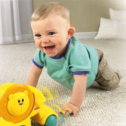 Когда ребенок начинает ползать? Основные этапы и упражнения