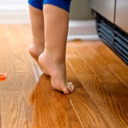 The child walks in socks (toes): causes, consequences, how to wean