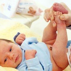 Как сделать клизму новорожденному ребенку?