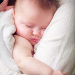 Как успокоить плачущего младенца: метод Харви Карпа